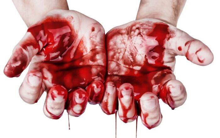 handen onder het bloed